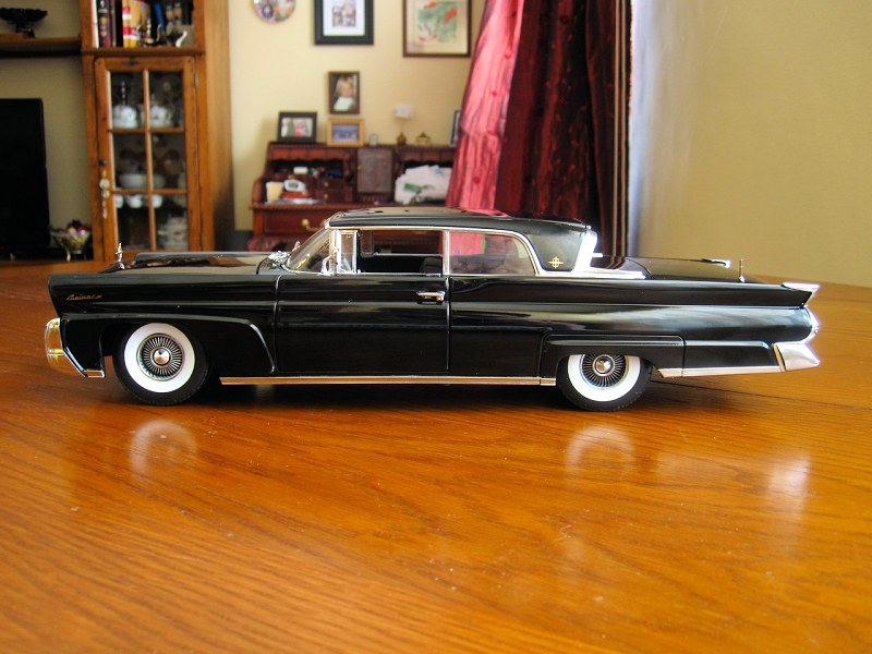 Sunstar 1958 Lincoln Continental