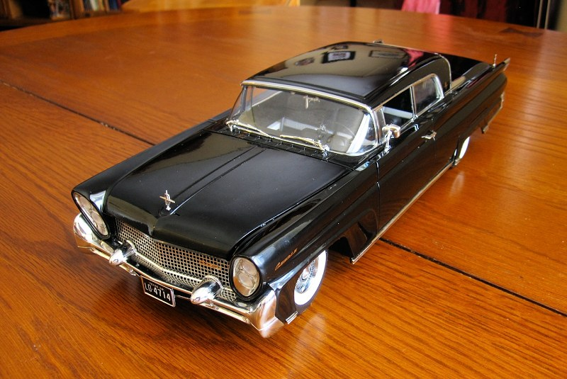 Sunstar 1958 Lincoln Continental7