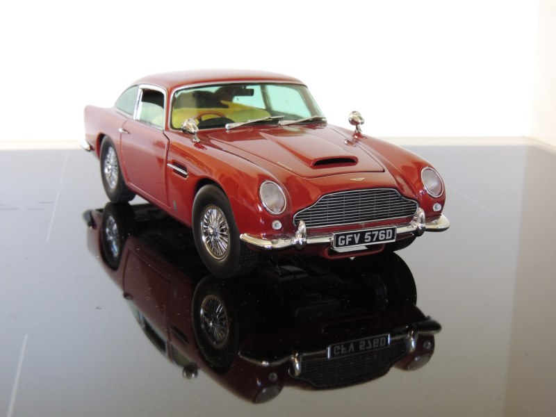 sunstar_Aston Martin DB5 (1)