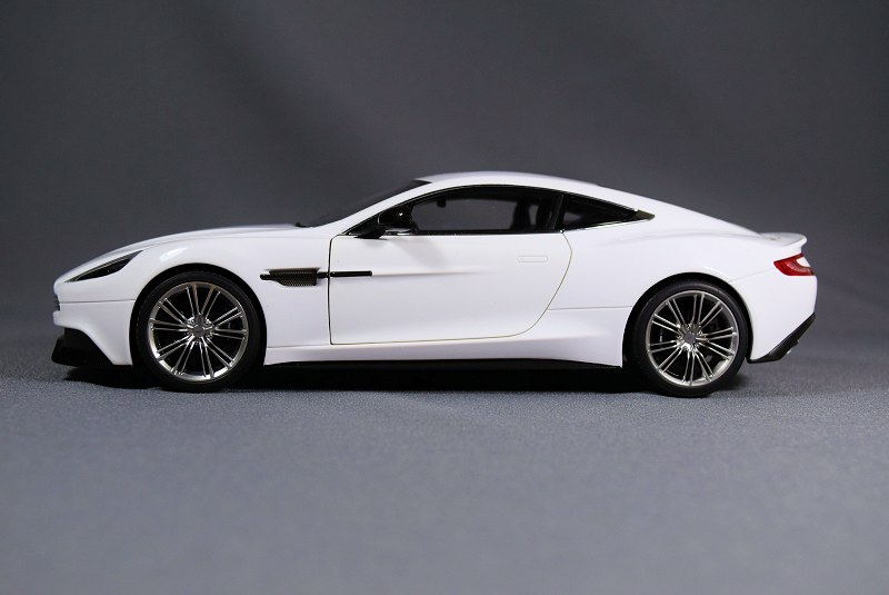 REVIEW: AUTOart Aston Martin Vanquish • DiecastSociety.com