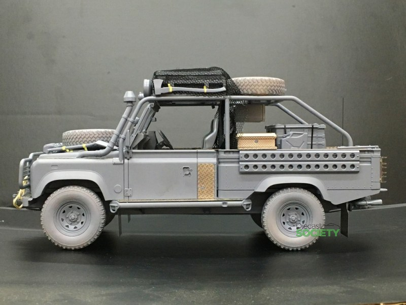 Kyosho New Land Rover Defender Movie Edition Diecastsociety Com