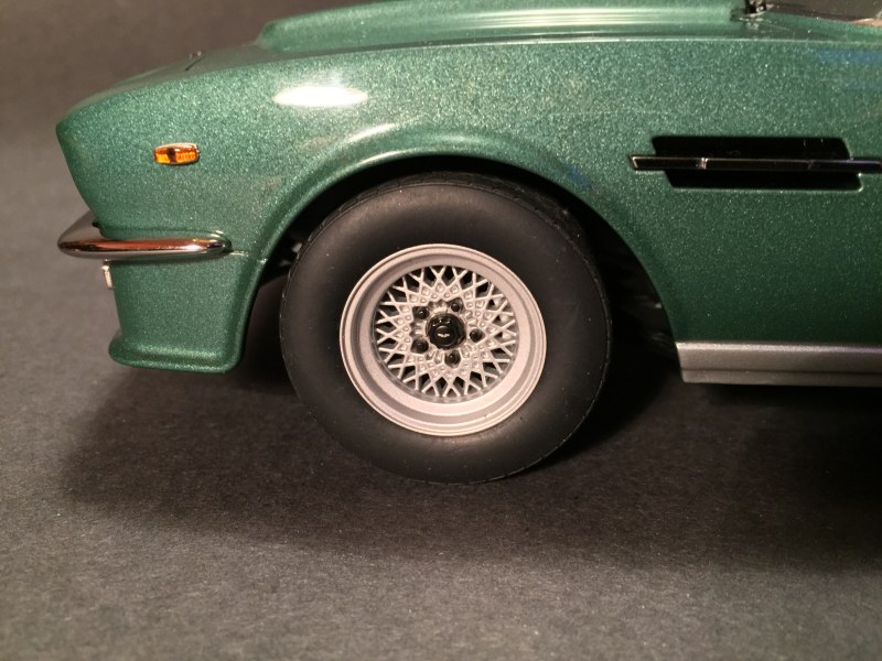 Review Autoart Aston Martin V8 Vantage 1985 Diecastsociety Com