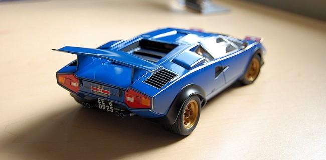 Review Autoart Lamborghini Countach Walter Wolf Edition