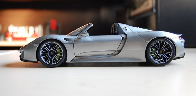 Review Minichamps Dealer Edition Porsche 918 Spyder