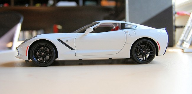 Chevrolet Corvette Stingray 2014 C7 Z51 White 1//18 Diecast Model Car by Maisto