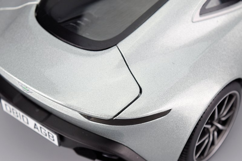 Review Hot Wheels Elite Aston Martin Db10