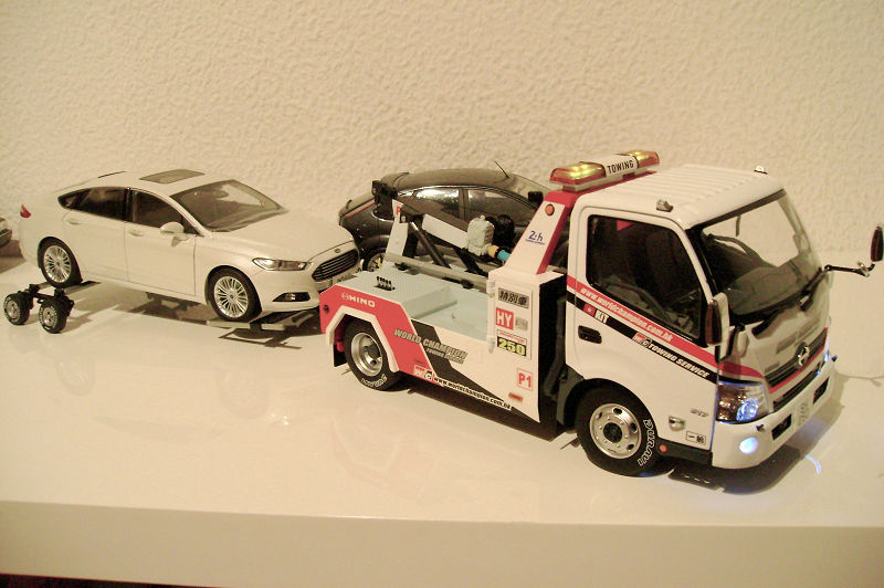 Tiny 微影 1//18 Figure 25 Tow Truck Driver World Champion Towing Service Hong Kong