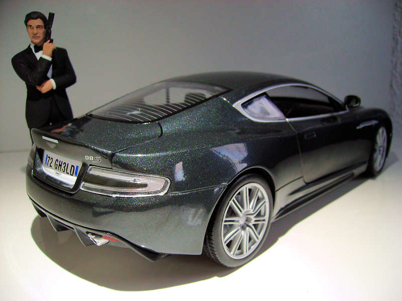 Review Auto World Aston Martin Dbs Quantum Of Solace Diecastsociety Com
